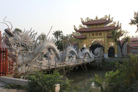 Can canh nha tho to danh hai Hoai Linh bi dung thi cong - Anh 4