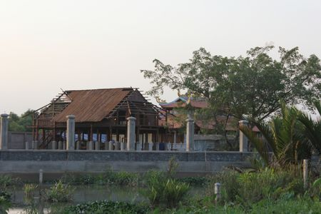 Can canh nha tho to danh hai Hoai Linh bi dung thi cong - Anh 7