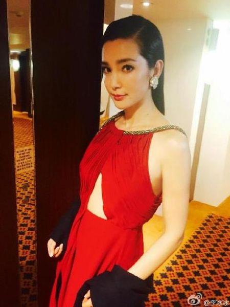 Ngoi sao Trung Quoc Ly Bang Bang dong phan tiep phim 'Biet doi danh thue' - Anh 1