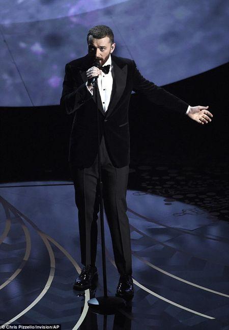 Sam Smith ghet phan trinh dien rat te cua ban than tai Oscar 2016 - Anh 1