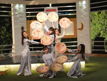 Chuong trinh quang ba Viet Nam len song truyen hinh Ai Cap - Anh 1