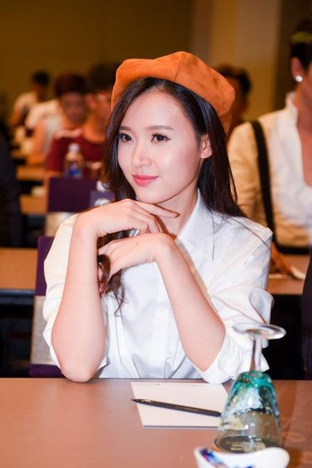 Phan Thanh dem hai sieu xe dao pho, Midu dang hanh phuc - Anh 2