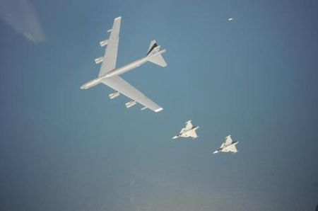 Cap nhat nong oanh tac co B-52 ap sat Kaliningrad - Anh 1