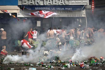 CDV Anh va Nga bien thanh pho Marseille thanh... chien truong dam mau - Anh 14