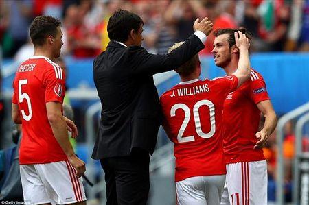 Gareth Bale toa sang, xu Wales thang tran dau tien tai Euro - Anh 1