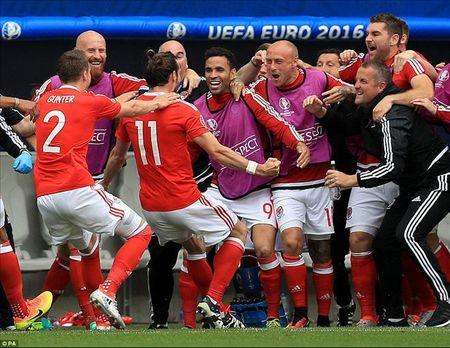 Gareth Bale toa sang, xu Wales thang tran dau tien tai Euro - Anh 3