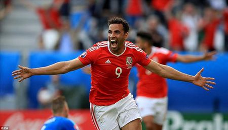 Gareth Bale toa sang, xu Wales thang tran dau tien tai Euro - Anh 5