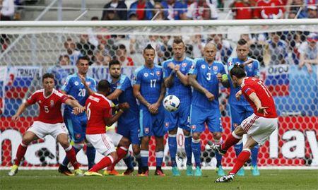 Bale ghi tuyet pham sut phat, Wales ra quan thang loi tai Euro - Anh 2