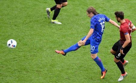 Luka Modric moi la cau thu Mourinho can nhat - Anh 1