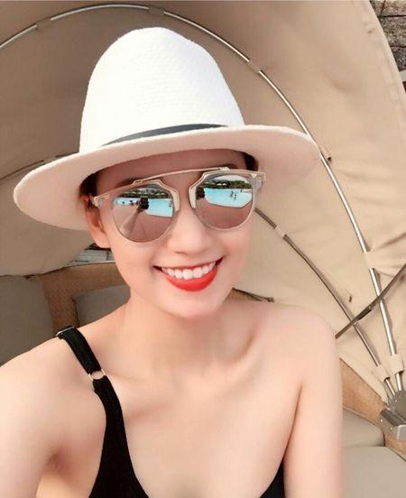 La Thanh Huyen goi cam voi bikini ben chong con - Anh 3