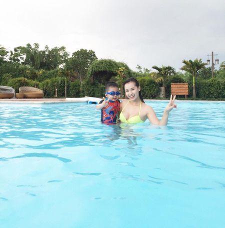 La Thanh Huyen goi cam voi bikini ben chong con - Anh 8