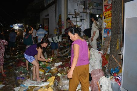 Quang Nam: Chay cho trong dem, thiet hai hang ty dong - Anh 1