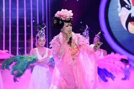 Gia gai hat kinh kich, Phan Ngoc Luan lam say long giam khao - Anh 4