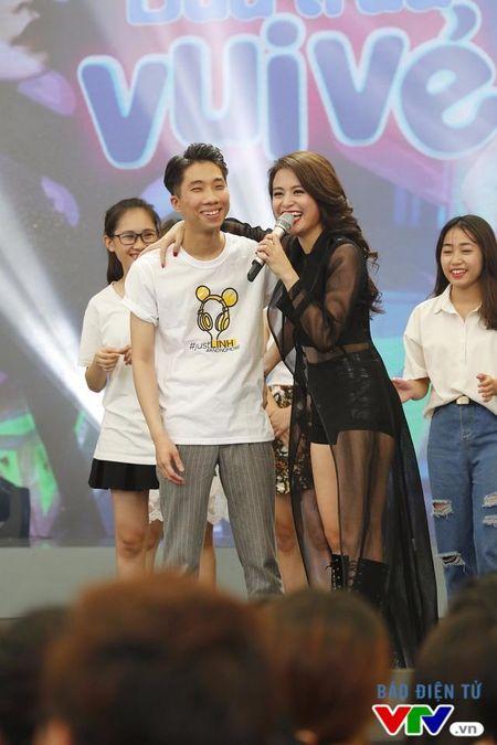 Hoang Thuy Linh nong bong trong Bua trua vui ve - Anh 10