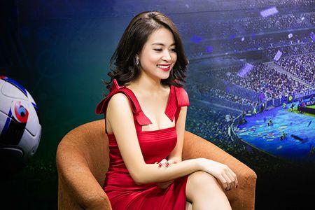 Hoang Thuy Linh thay 4 bo quan ao trong 1 ngay - Anh 1
