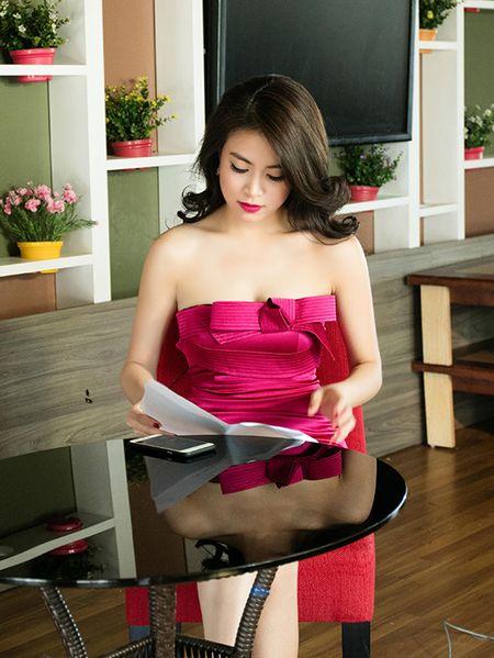 Hoang Thuy Linh thay 4 bo quan ao trong 1 ngay - Anh 4