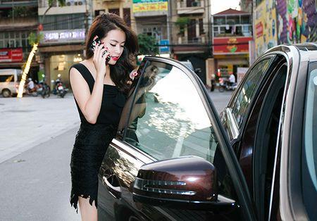 Hoang Thuy Linh thay 4 bo quan ao trong 1 ngay - Anh 7