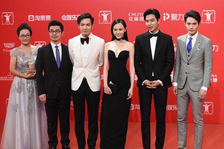 Lee Min Ho banh bao dien trai ben Duong Yen - Anh 2