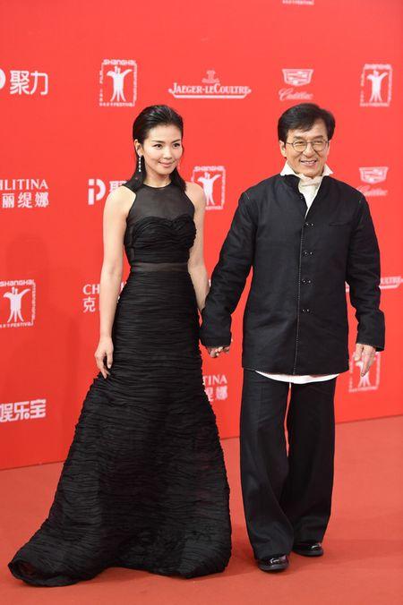 Lee Min Ho banh bao dien trai ben Duong Yen - Anh 8