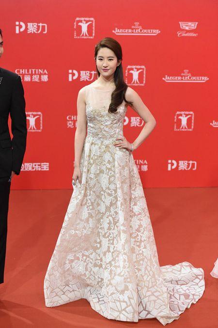Lee Min Ho banh bao dien trai ben Duong Yen - Anh 9