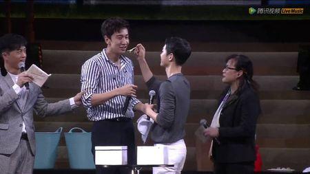 """Song Joong Ki bi ban than Lee Kwang Soo """"ham hai"""" - Anh 4"""