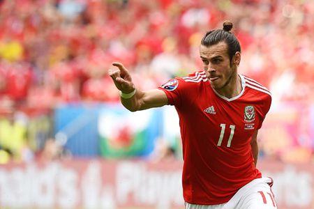 EURO 2016: Cu sut phat cua Gareth Bale di vao lich su - Anh 1