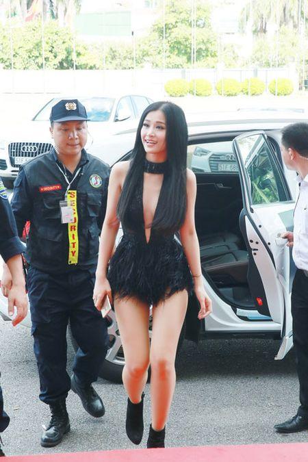 Dong Nhi mac ho bao di event o Ha Noi - Anh 1