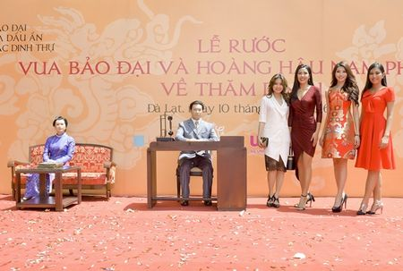 Nguoi dep HHHV Viet Nam tham du le ruoc tuong vua Bao Dai, Hoang hau Nam Phuong - Anh 1