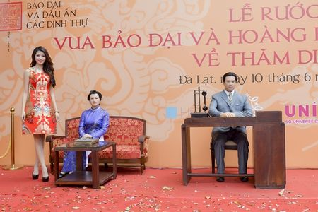 Nguoi dep HHHV Viet Nam tham du le ruoc tuong vua Bao Dai, Hoang hau Nam Phuong - Anh 3