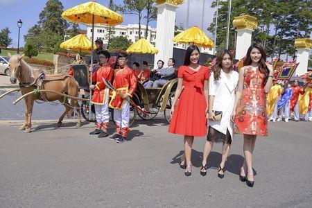 Nguoi dep HHHV Viet Nam tham du le ruoc tuong vua Bao Dai, Hoang hau Nam Phuong - Anh 7