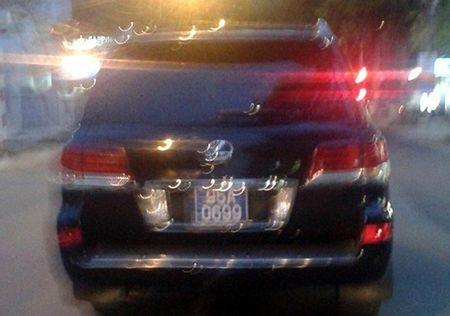 Lexus cua Pho chu tich tinh gan bien xanh ton kho - Anh 1