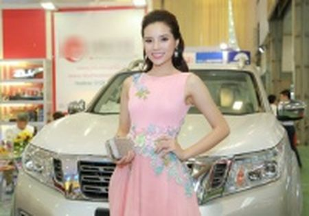 Lexus cua Pho chu tich tinh gan bien xanh ton kho - Anh 3
