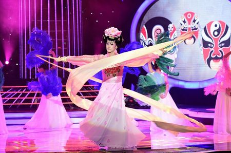 Giam khao Duc Huy khen Phan Ngoc Luan dep 'chet duoc' - Anh 6