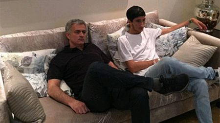 Mourinho khoe anh xem tuyen Anh thi dau cung quy tu - Anh 1