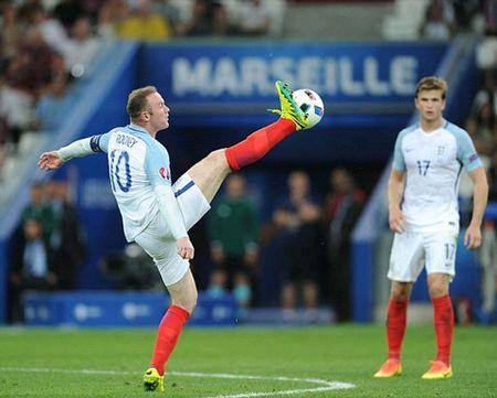 Mourinho khoe anh xem tuyen Anh thi dau cung quy tu - Anh 2