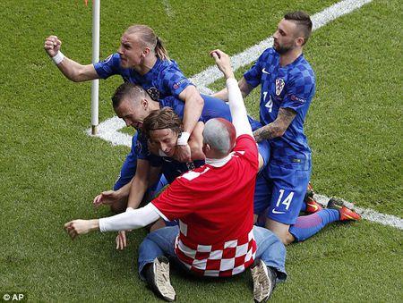 Modric toa sang, Croatia ha guc Tho Nhi Ky - Anh 13