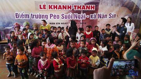 """Hanh trinh gian nan """"Cung em den truong"""" noi Xin Man heo hut - Anh 12"""