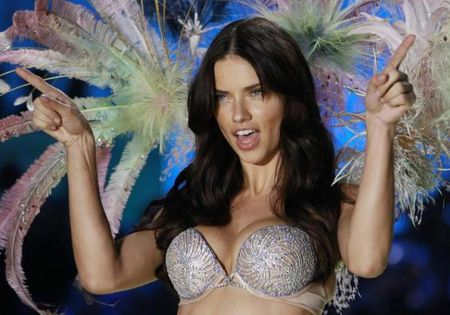 Video: 7 ngay cua 'thien than' Victoria's Secret - Anh 1
