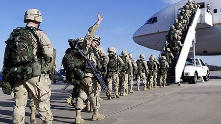 Quan doi My tang cuong khong kich Taliban o Afganistan - Anh 1