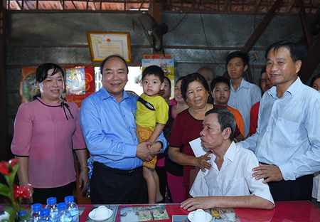 Thu tuong Nguyen Xuan Phuc tham va lam viec tai tinh Dong Thap - Anh 2
