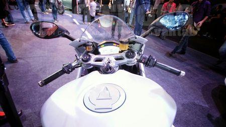 Hinh anh dau tien cua sieu pham Ducati 959 tai Viet Nam - Anh 17