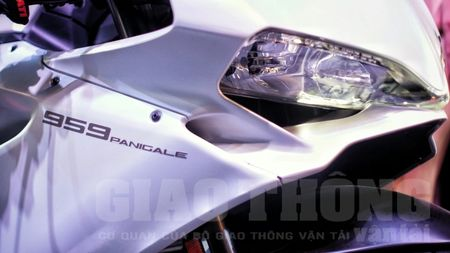 Hinh anh dau tien cua sieu pham Ducati 959 tai Viet Nam - Anh 4