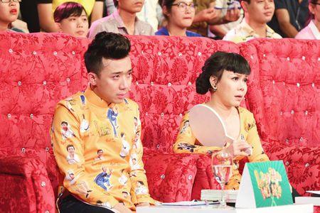 Giam khao Viet Huong oa khoc tren san khau Lang hai mo hoi khi nho nghe si Huu Loc - Anh 3