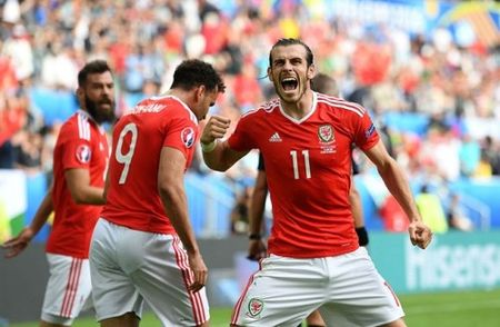 Loat cot moc duoc lap sau ban thang cua Gareth Bale - Anh 1
