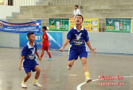 Nhi dong Yen Thanh khang dinh suc manh, Tan Ky roi giai trong tiec nuoi - Anh 2