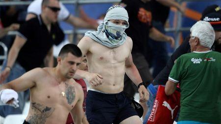UEFA ky luat bong da Nga sau au da cua nguoi ham mo - Anh 1