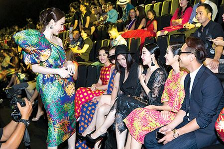 Van hoa showbiz Viet: Nghe si ma chui the nhu com bua - Anh 1