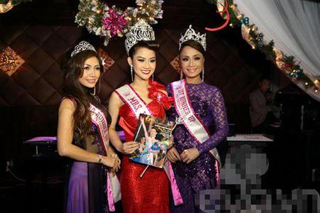 Tin nong showbiz: Hoa hau... lua dao, ca si bi fan cuong ban chet - Anh 1