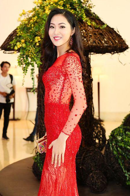 Tin nong showbiz: Hoa hau... lua dao, ca si bi fan cuong ban chet - Anh 7