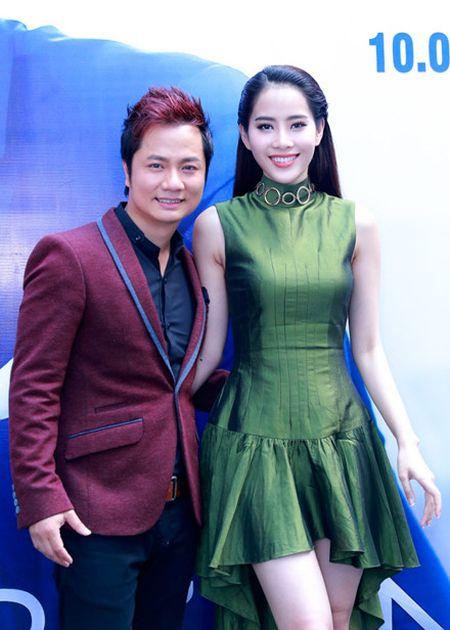 Duy Truong xin loi 'ca si tram ty' Trang Nhung tren san khau - Anh 3